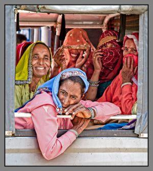 Women-in-bus---Eddie-Harlev-Kristensen---Torstorp-fotoklub