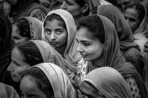 2493_SoerenNeergaard_Indiske_kvinder_på_vej